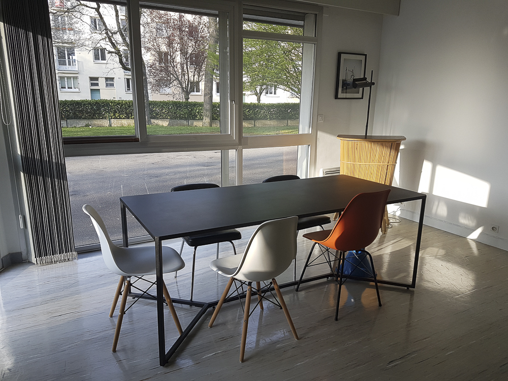 Le bureau et la salle de formation de l'agence Oulaoups à Rennes.